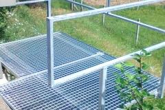 JMK-ocelové-zábradlí-s-mrížovou-visutou-podlahou