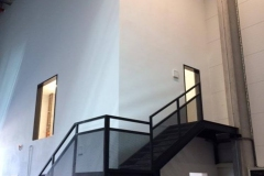 Solnice-ocelové-schodiště-se-zábradlím